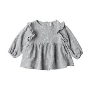 Twinkle Piper Blouse Washed Denim van Rylee & Cru